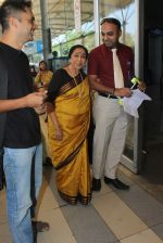 Asha Bhosle snapped at the airport on 26th Jan 2016