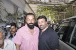 Bobby Deol, Sunny Deol at Aligargh screening on 27th Jan 2016 (13)_56a9b8cc15700.JPG