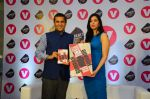 Ira Trivedi, Chetan Bhagat at Channel V Gumrah book launch on 27th Jan 2016 (15)_56a9ba4acf957.JPG