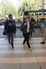Neelam Kothari, Sameer Soni snapped at airport  on 27th Jan 2016