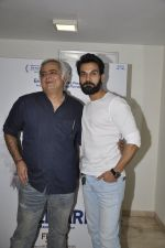 Raj Kumar Yadav, Hansal Mehta at Aligargh screening on 27th Jan 2016 (25)_56a9b94d95147.JPG