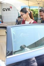Sonam Kapoor snapped at airport  on 27th Jan 2016