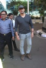 Sonu Nigam snapped at airport  on 27th Jan 2016