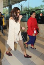 Alia Bhatt snapped at airport  on 28th Jan 2016