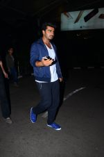 Arjun Kapoor snapped at airport  on 28th Jan 2016
