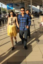 Divya Kumar, Bhushan Kumar snapped at airport  on 28th Jan 2016