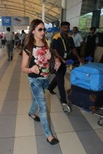 Esha Deol snapped at airport  on 28th Jan 2016 (12)_56ab271aa7e58.JPG