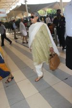 Jaya Bachchan snapped at airport  on 28th Jan 2016