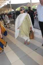 Jaya Bachchan snapped at airport  on 28th Jan 2016 (16)_56ab273389da8.JPG