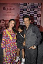 Manoj Bajpai, Neha at the launch of film Aligargh on 28th Jan 2016 (27)_56ab10a6b507e.JPG