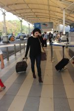 Prachi Desai snapped at airport  on 28th Jan 2016 (20)_56ab2749c7e76.JPG