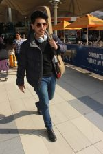 Armaan Malik snapped at airport  on 29th Jan 2016  (49)_56acafef3d828.JPG