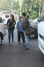 Kareena Kapoor, Saif Ali KHan snapped at airport  on 29th Jan 2016  (28)_56acb014dc643.JPG