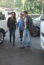 Kareena Kapoor, Saif Ali KHan snapped at airport  on 29th Jan 2016  (29)_56acaffd57d89.JPG