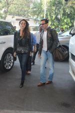 Kareena Kapoor, Saif Ali KHan snapped at airport  on 29th Jan 2016  (30)_56acb01668b9f.JPG