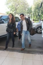 Kareena Kapoor, Saif Ali KHan snapped at airport  on 29th Jan 2016  (32)_56acafff72bb9.JPG