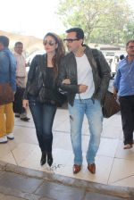 Kareena Kapoor, Saif Ali KHan snapped at airport  on 29th Jan 2016  (34)_56acb01793a8f.JPG
