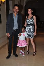 Manoj Bajpai with wife Neha and daughter at a new kids collection launch on 29th Jan 2016 (15)_56ac667889e05.JPG