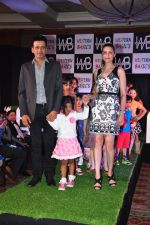Manoj Bajpai with wife Neha and daughter at a new kids collection launch on 29th Jan 2016 (19)_56ac667a82b99.JPG
