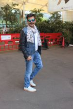 Ravi Kishan snapped at airport  on 29th Jan 2016  (35)_56acb06436873.JPG