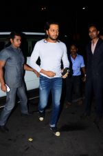Riteish Deshmukh snapped at airport  on 29th Jan 2016 (3)_56acb09dee614.JPG