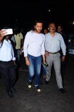 Riteish Deshmukh snapped at airport  on 29th Jan 2016 (5)_56acb0a1e1a08.JPG