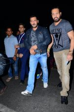 Salman Khan snapped at airport  on 29th Jan 2016 (22)_56acb0aa6ded1.JPG