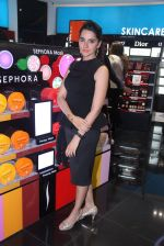 Shruti Seth at Sephora launch  in Mumbai on 29th Jan 2016 (73)_56acb1cd12b56.JPG