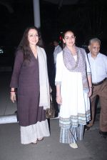 Esha Deol, Hema Malini snapped in Mumbai on 30th Jan 2016 (8)_56ae023487415.JPG