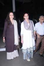 Esha Deol, Hema Malini snapped in Mumbai on 30th Jan 2016 (9)_56ae0243b0964.JPG