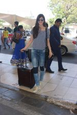 Kriti Sanon snapped at airport  on 30th Jan 2016