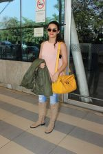 Surveen Chawla snapped at airport  on 30th Jan 2016 (16)_56adfabd95c70.JPG