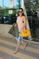 Surveen Chawla snapped at airport  on 30th Jan 2016 (14)_56adfabaf2045.JPG
