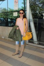 Surveen Chawla snapped at airport  on 30th Jan 2016 (17)_56adfabecff99.JPG