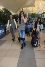 Kriti Sanon snapped at Airport on 31st Jan 2016