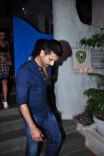Shahid Kapoor and Mira Rajput on a dinner date at Olive on 31st Jan 2016 (12)_56af0f199a745.JPG