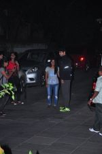 Sidharth Malhotra snapped in Bandra with fans on 31st Jan 2016