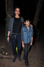 Sonali Bendre and son snapped in Mumbai on 31st Jan 2016 (10)_56af0ed33515f.JPG