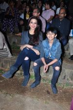 Sonali Bendre and son snapped in Mumbai on 31st Jan 2016 (21)_56af0eda842f5.JPG