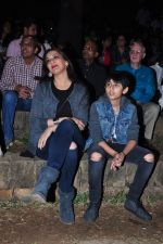 Sonali Bendre and son snapped in Mumbai on 31st Jan 2016 (24)_56af0edd00f40.JPG