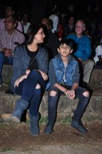 Sonali Bendre and son snapped in Mumbai on 31st Jan 2016 (26)_56af0eded95d3.JPG