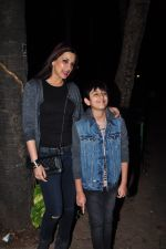 Sonali Bendre and son snapped in Mumbai on 31st Jan 2016 (5)_56af0ecf6b4bd.JPG