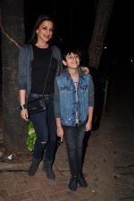 Sonali Bendre and son snapped in Mumbai on 31st Jan 2016 (7)_56af0ed126815.JPG