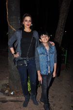Sonali Bendre and son snapped in Mumbai on 31st Jan 2016 (8)_56af0ed1ba5b9.JPG