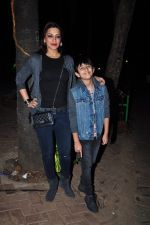 Sonali Bendre and son snapped in Mumbai on 31st Jan 2016 (9)_56af0ed2766c6.JPG