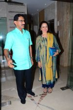 Hema Malini meets press on plot allotment issue on 1st Feb 2016 (32)_56b05adf873f4.JPG