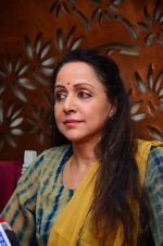 Hema Malini meets press on plot allotment issue on 1st Feb 2016 (33)_56b05ae0680b4.JPG