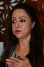 Hema Malini meets press on plot allotment issue on 1st Feb 2016 (35)_56b05ae225298.JPG