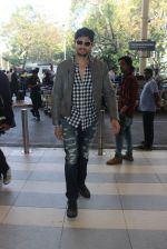Sidharth Malhotra snapped at airport on 1st Feb 2016 (10)_56b05a9d150cc.JPG