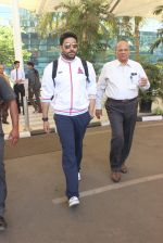 Abhishek Bachchan snapped at airport on 2nd Feb 2016 (10)_56b1afdc3d563.JPG
